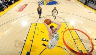 Boston resucita ante los Warriors al ritmo de Gordon Hayward