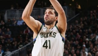 Mirotic destaca y sus Bucks llegan a 50; Willy juega, Pau no