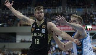 Los Spurs se refuerzan de cara a los 'playoffs': Donatas Motiejunas vuelve a la NBA