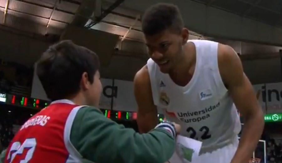 El bonito gesto de Tavares con un niño que quería su camiseta