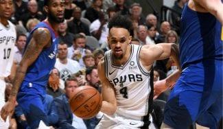 Derrick White tira del carro de los San Antonio Spurs