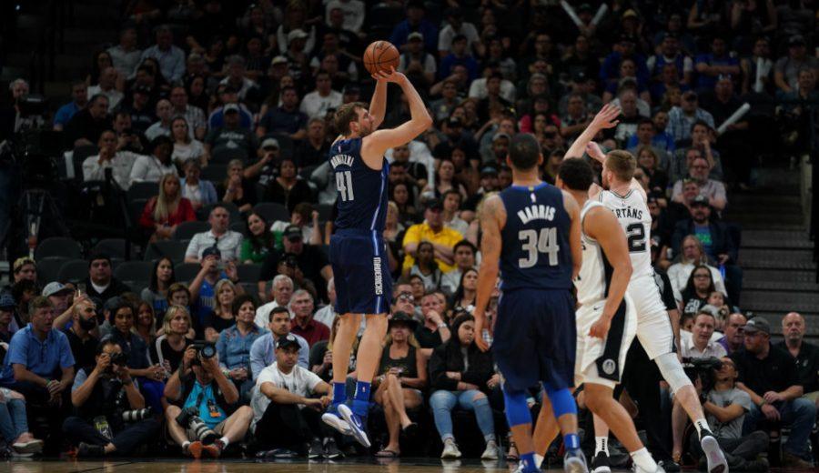 Dirk Nowitzki se despide de la NBA con un doble-doble