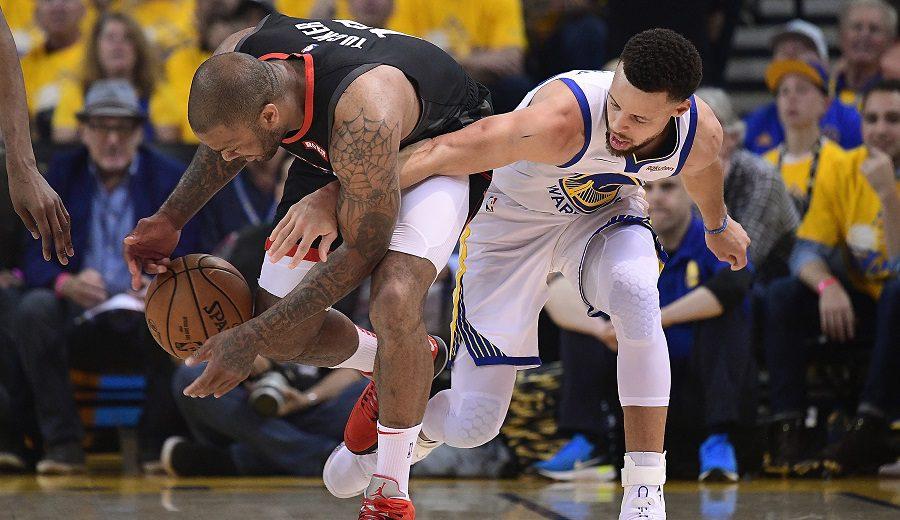 Los Warriors ganan con polémica y con la sentencia de Stephen Curry