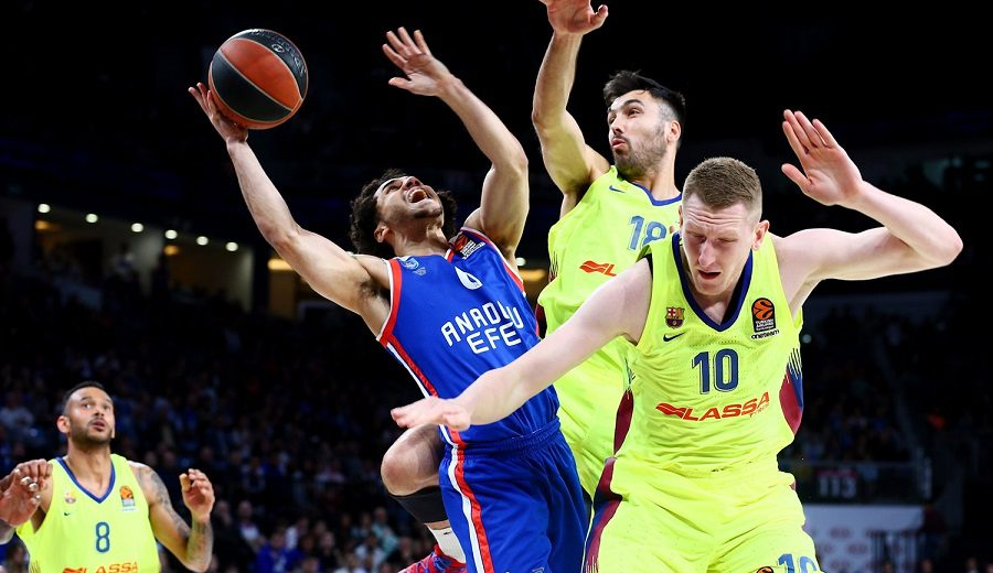 El Barcelona gana al Efes en un final agónico y empata la eliminatoria