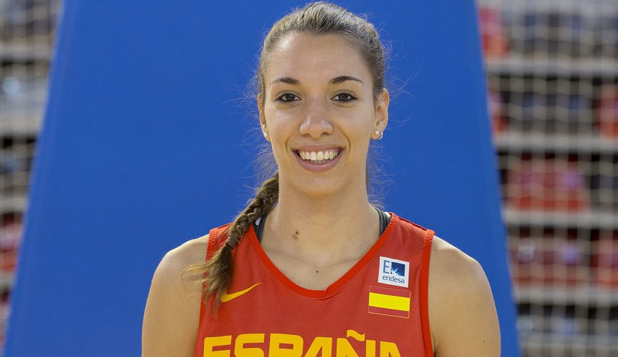El Araski se mueve y contrata a la internacional española Laura Quevedo