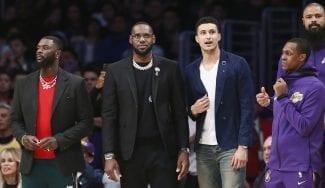 """Manifestación en el Staples por el rumbo de los Lakers: la plantilla, """"abochornada"""""""