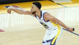 Stephen Curry machaca a triples al equipo de su hermano y pone el 1-0