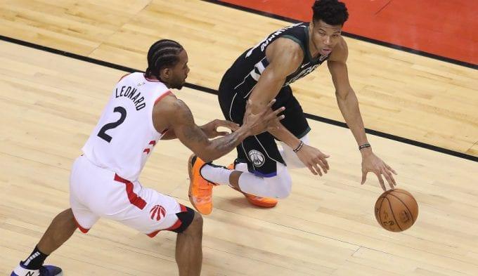 La defensa de Kawhi sobre Antetokounmpo, clave para los Raptors