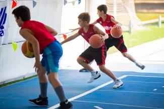 ¿Por qué es bueno que mi hijo/a vaya a un campus de baloncesto?