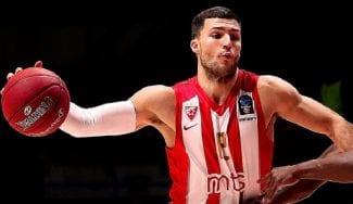 Un exACB decide la liga serbia en un derbi de Belgrado muy polémico