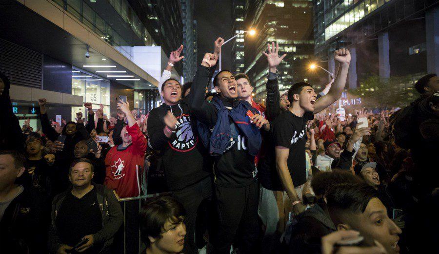 Locura total y fiesta en la celebración del primer anillo de Toronto