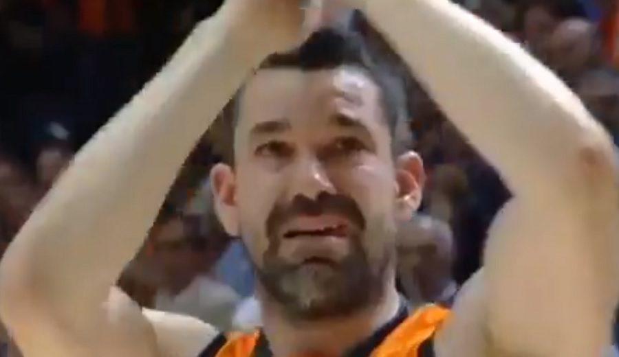 Entre lágrimas y aplausos: la despedida de Valencia a Rafa Martínez