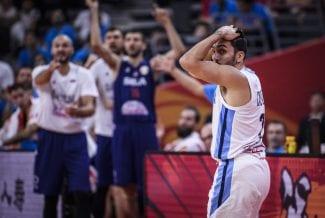 La garra argentina puede con el talento serbio: a semifinales
