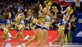 La sorprendente medida del Alba de Berlín con sus cheerleaders