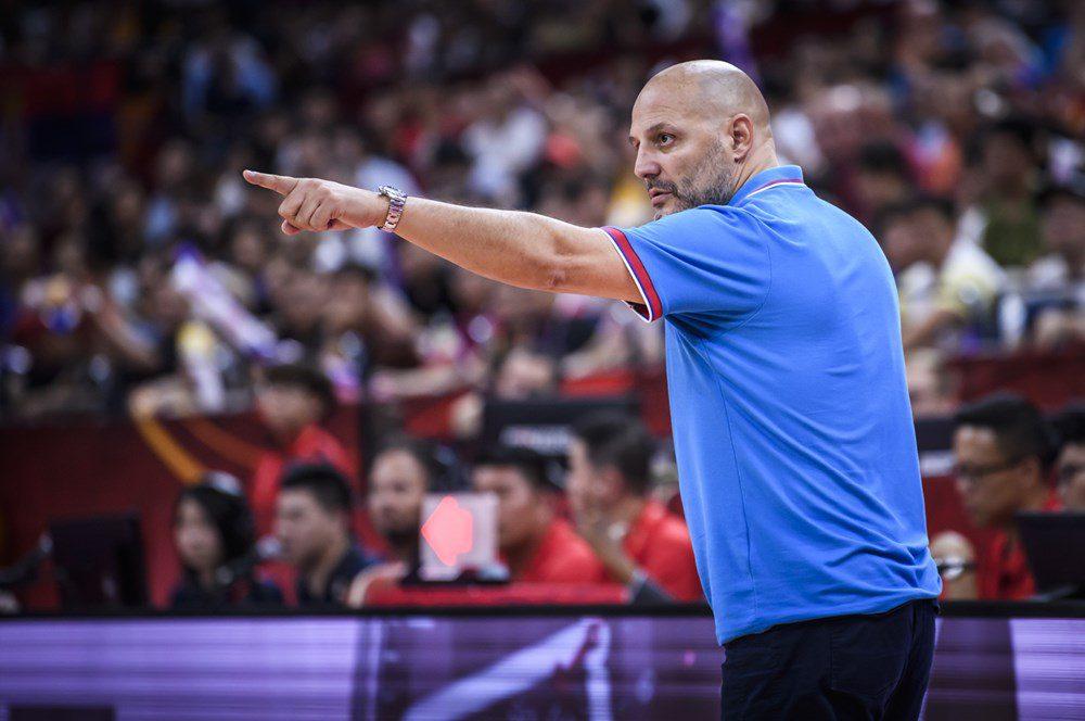 Djordjevic, crítico con FIBA: «12 equipos pueden perder por mucho»