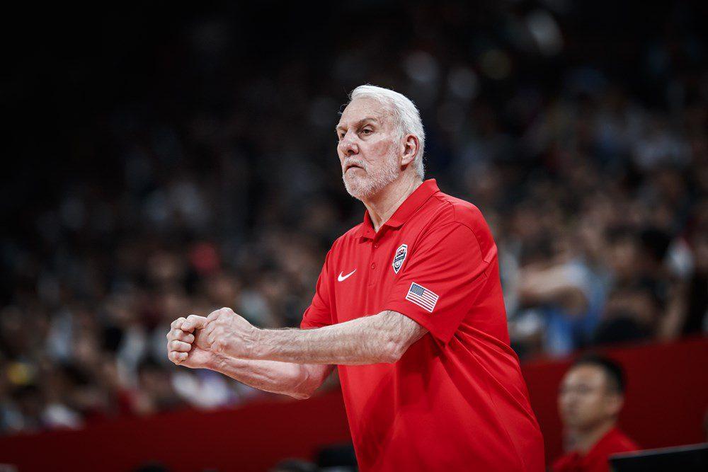 """Popovich lo reconoce: """"Las reglas FIBA ayudan a frenar a Giannis"""""""