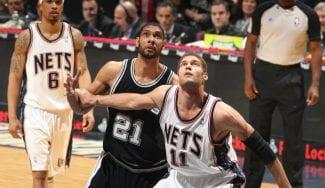 Brook López y su anécdota con Tim Duncan: «Me cantó en mi oído jugando»