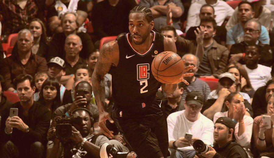 Kawhi Leonard responde a las críticas a su equipo con su primer triple-doble NBA
