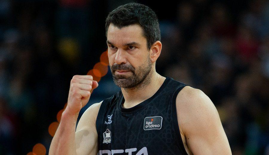 Rafa Martínez y su lección de veterano a joven en el Bilbao Basket