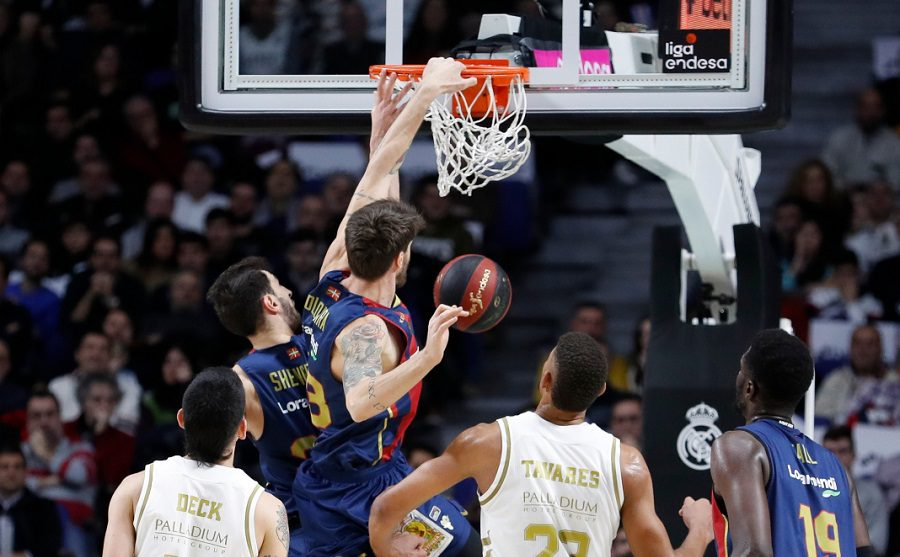 Final frenético, un mate brutal… y victoria del Baskonia ante el Real Madrid (Vídeo)