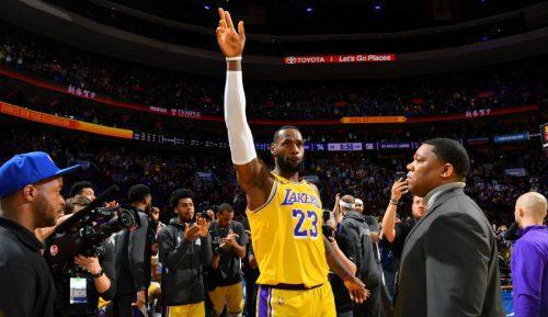 LeBron supera a Kobe como tercer máximo anotador histórico… pero Philadelphia bate a Lakers
