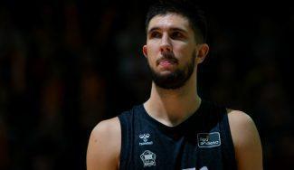 La emotiva despedida de Axel Bouteille y las explicaciones del RETAbet Bilbao Basket