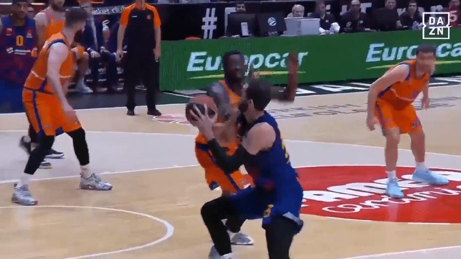 Un canastón de Mirotic da la victoria al Barça en Valencia (Vídeo)
