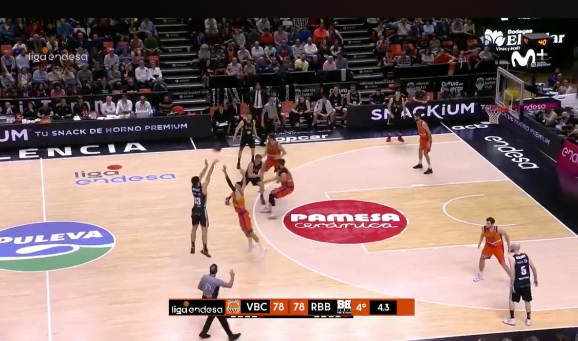 Triplazo ganador del RETAbet Bilbao Basket ante el Valencia Basket