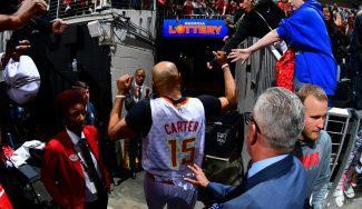 Las palabras de Vince Carter y su bonito gesto en el que puede haber sido su último partido