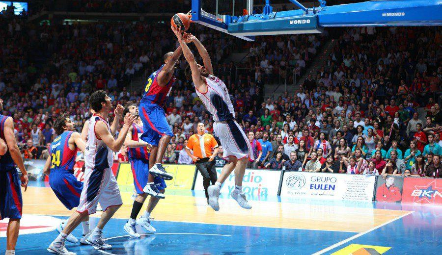 O metía el tiro libre… o se quedaba sin despedida de soltero: el BasketCast más divertido con San Emeterio