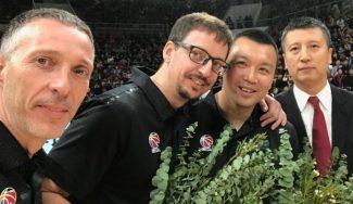 El precioso detalle de un equipo chino con un antiguo empleado español