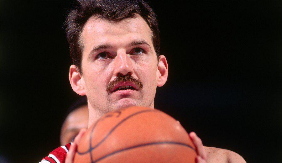 Nadie ha ganado una NBA con más altura que él: así fue la carrera de Chuck Nevitt