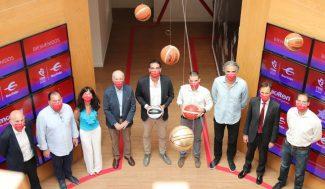 La FBM presenta los nuevos balones con los que se jugarán sus competiciones