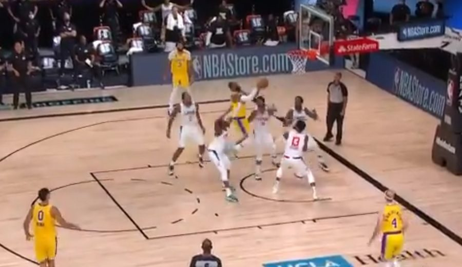 El intenso final del Lakers-Clippers en el regreso de la NBA