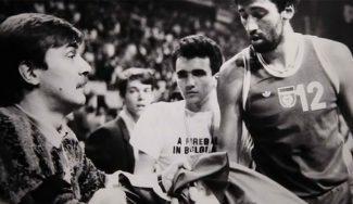 30 años del hombre de la bandera: la mecha que originó la bronca entre Petrovic y Divac (Vídeo)
