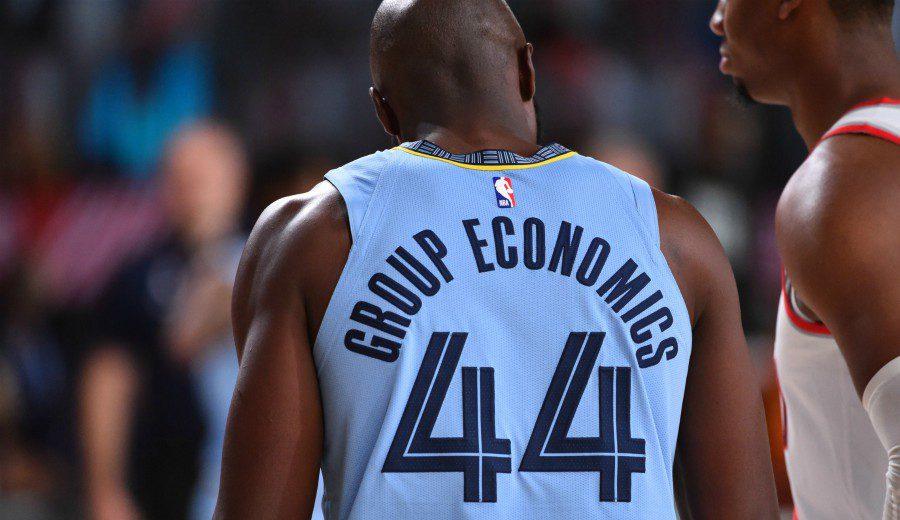 ¿Qué significa el término 'Group Economics' que lucen algunos jugadores en la burbuja?