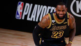 El mejor homenaje a Kobe: Exhibición de LeBron en una noche muy especial (Vídeo)