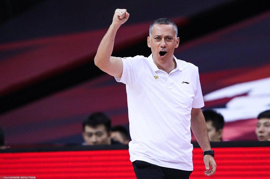 Liaoning Flying Leopards, el equipo que entrena Alejandro Martínez, en la final de la Liga China. Charlamos con el técnico español