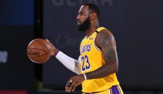 También rey del pase: LeBron James logra un nuevo hito en su carrera NBA
