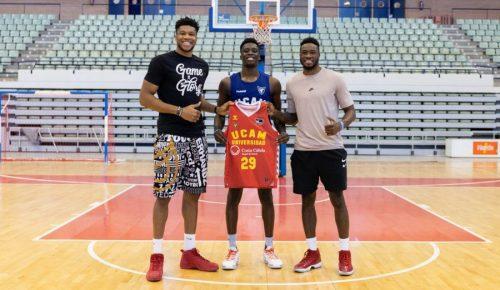 Giannis y Thanasis visitan a Alex Antetokounmpo en Murcia: sus impresiones