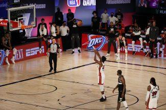 Un final cargado de mucha polémica: Las imágenes de lo ocurrido entre Miami y Bucks