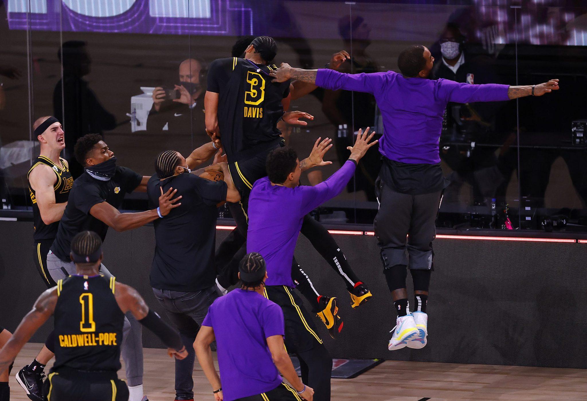 ¡Qué final! El «tiro de la Mamba» de Anthony Davis, sus palabras y el recuerdo a Kobe (vídeo)