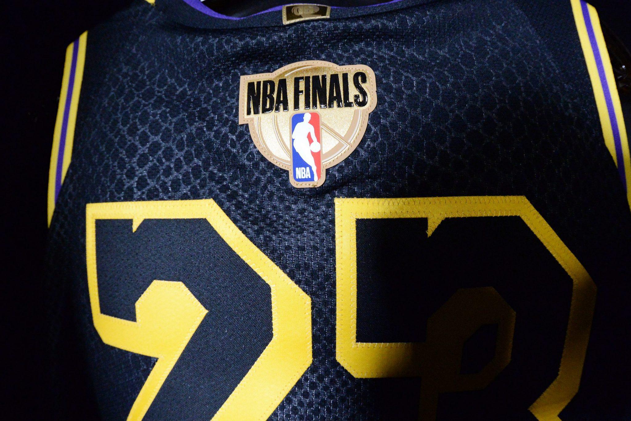 La historia de la camiseta de la segunda victoria de los Lakers en clave Kobe, por José Ajero