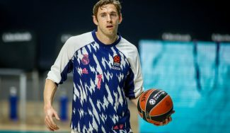 El Real Madrid estrena su nueva camiseta en el encuentro ante Valencia Basket