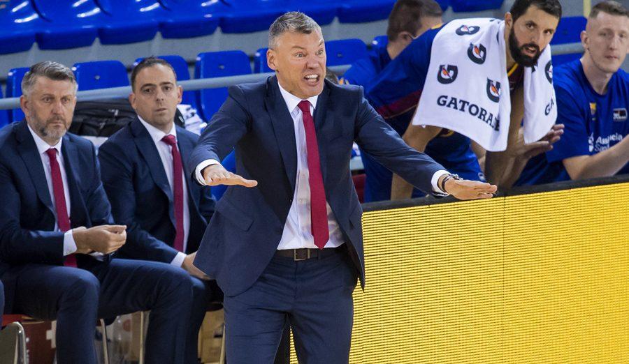 El Barça se lleva el derbi ante la Penya, Heurtel se queda fuera y Jasikevicius lo explica