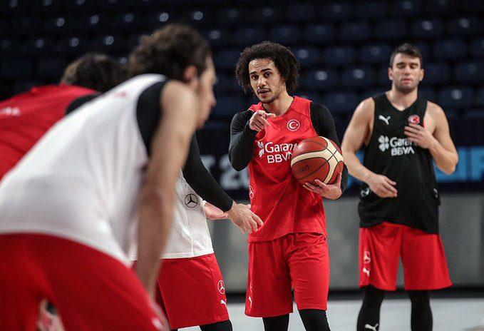 El curioso caso de Turquía: Larkin debuta 24 horas después de jugar en la Euroliga