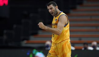 Bourousis seguirá jugando en Grecia: Firma por el Peristeri B.C. hasta final de temporada