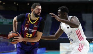 Mirotic lidera al Barça y rompe el invicto del Madrid con su mejor partido de la temporada