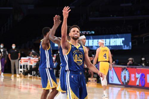 Los Warriors remontan 19 puntos ante Lakers y ganan con este triplazo de Curry (Vídeo)