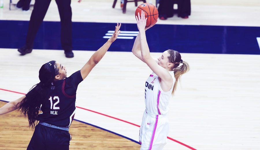 Paige Bueckers: noche para el recuerdo e histórico inicio en la NCAA. Apunta su nombre